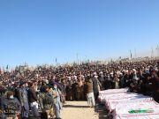 دفن شهداء المناجم الشيعة على يد داعش الوحشي في باكستان
