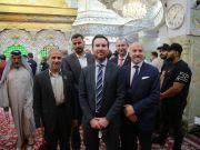 السفير الدنماركي يزور مرقد الامام الحسين (ع) بكربلاء